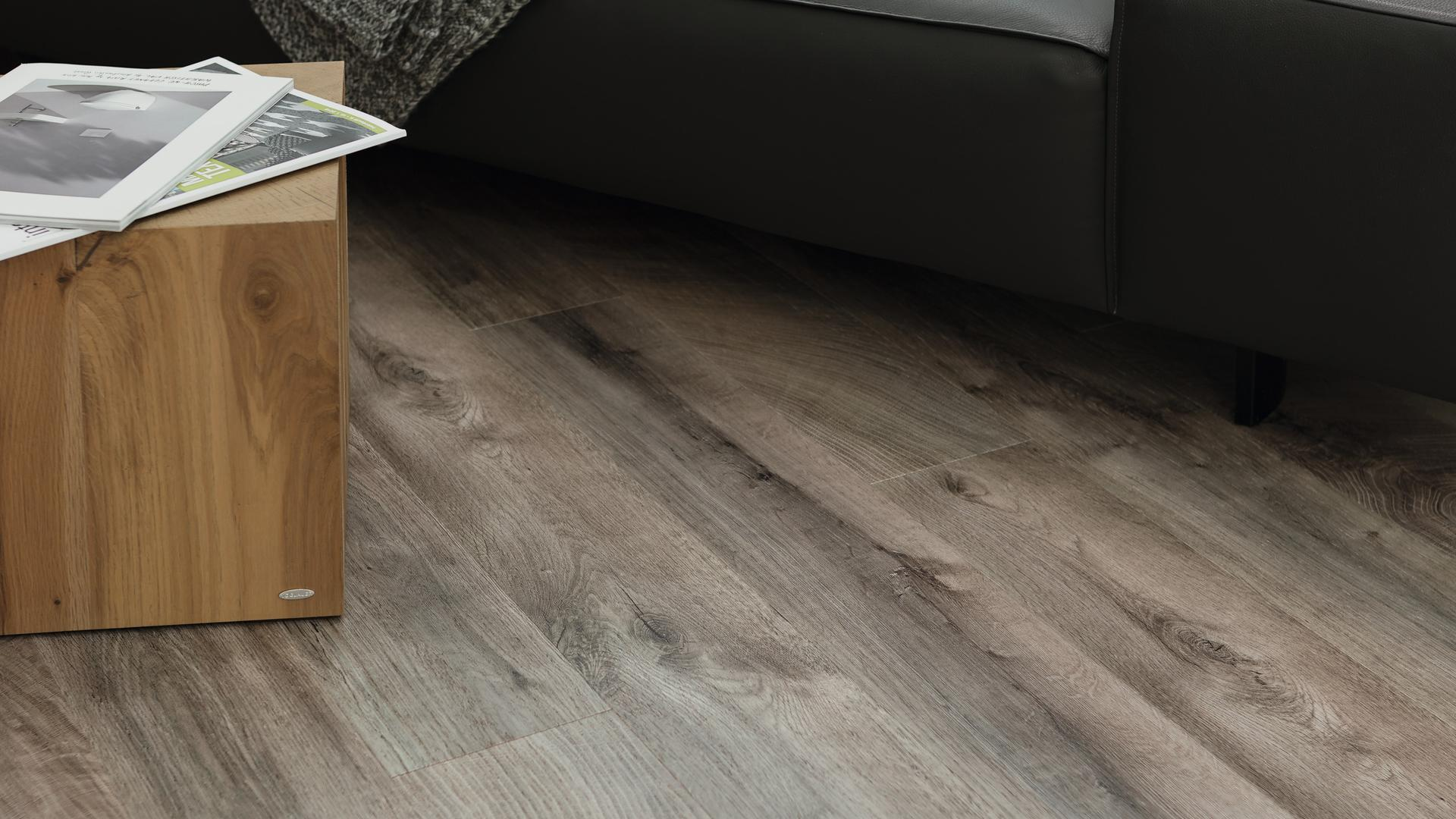 Room scene living room wood floor Veneer Parquet O252 Oak Fresco Earth LM
