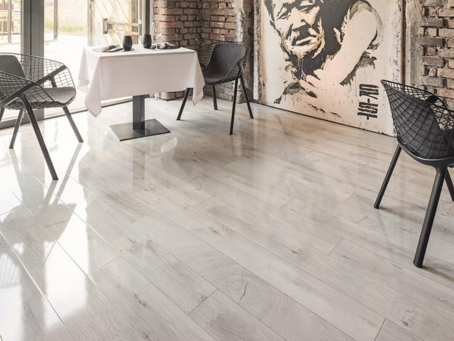 room scene dining room Laminate flooring Easy Touch O251 Oak Fresco Snow HG