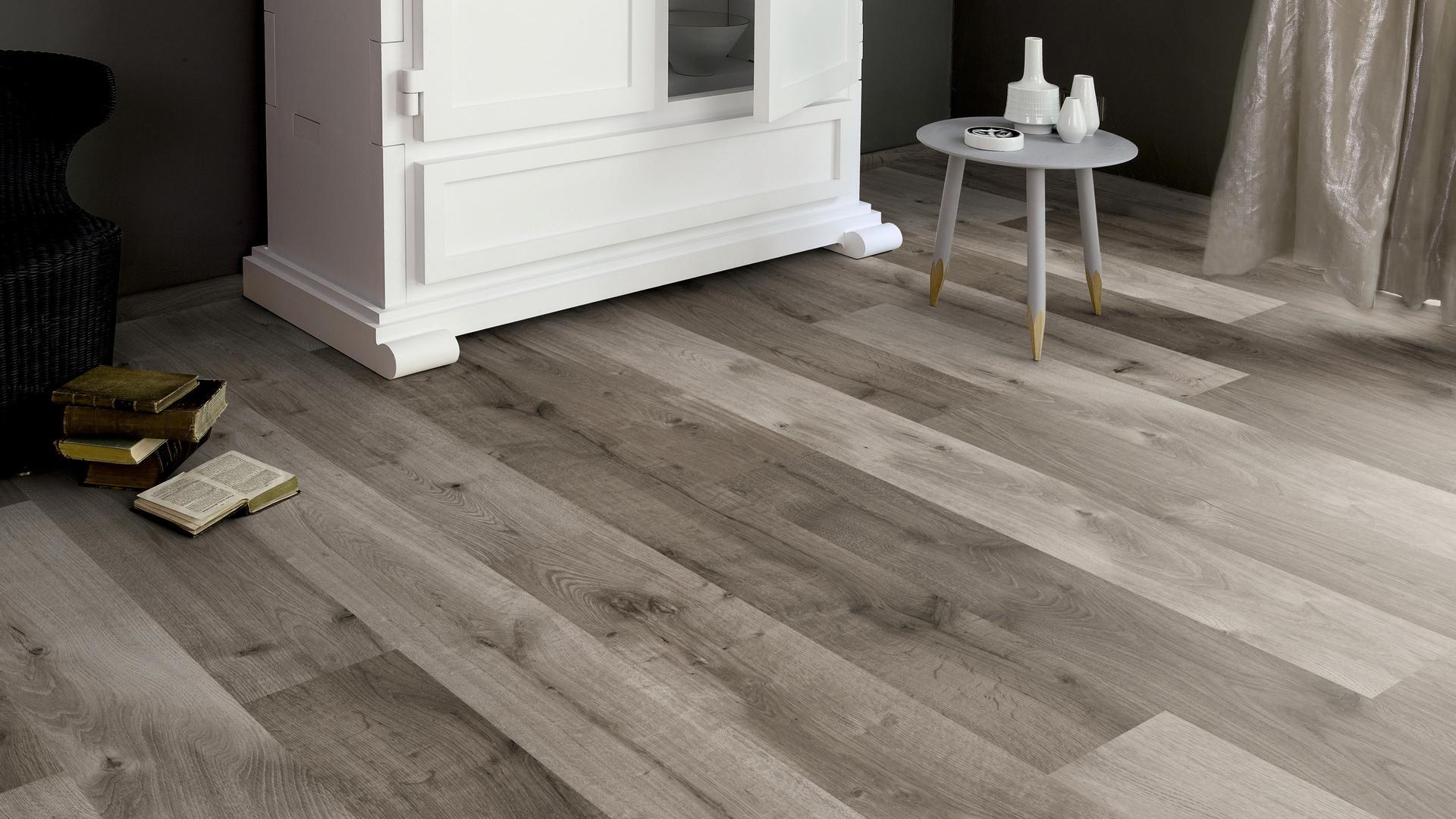 room scene living room Laminate flooring Easy Touch O522 Oak Uptown HG